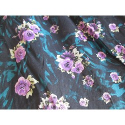 Tissu fleurs noir violet